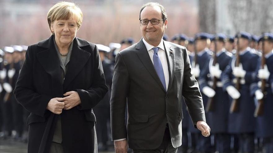 Hollande confía en acabar esta semana la confirmación de la lista de pasajeros