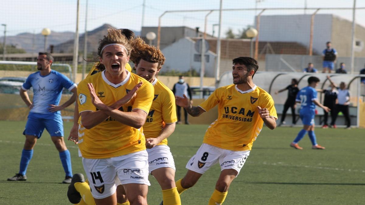 Pedro Benito celebra un gol