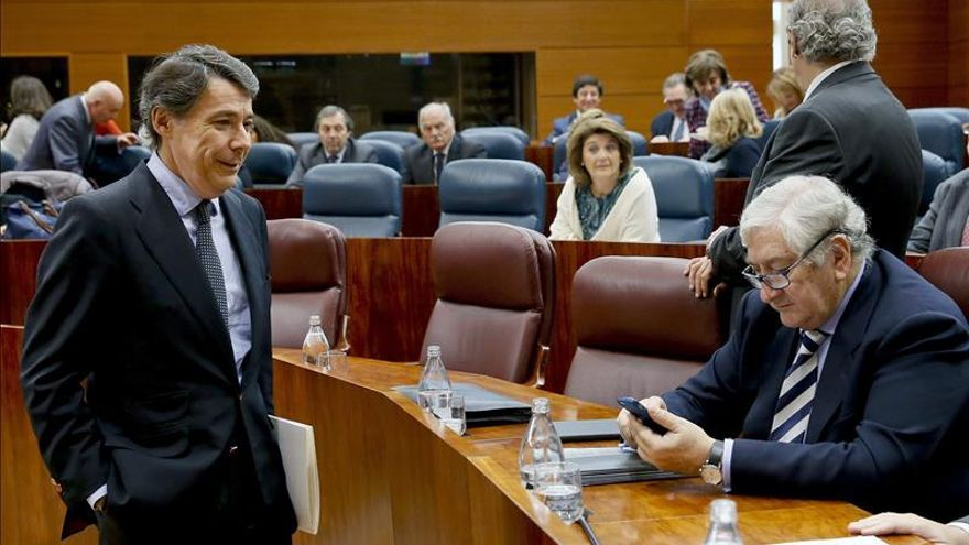 El presidente madrileño cesa a su consejero de Sanidad, Javier Rodríguez