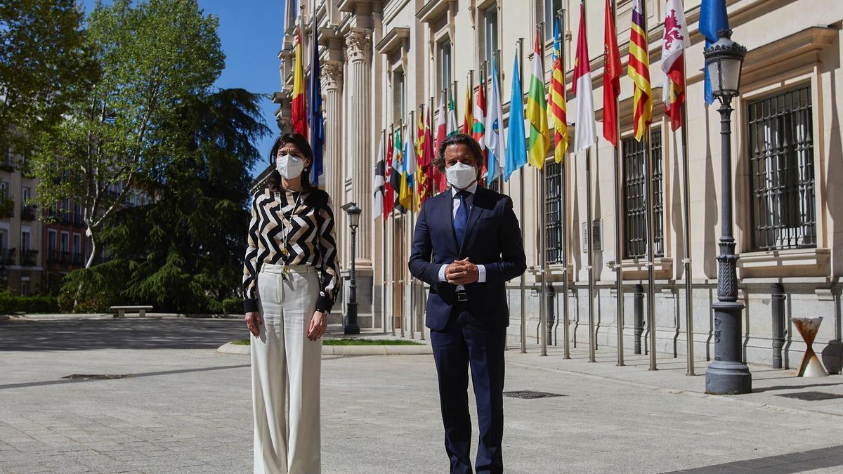 La presidenta del Senado, Pilar Llop, y el presidente del Parlamento canario, Gustavo Matos