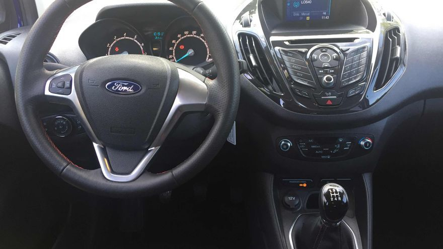Interior del Ford Tourneo Courier Sport.