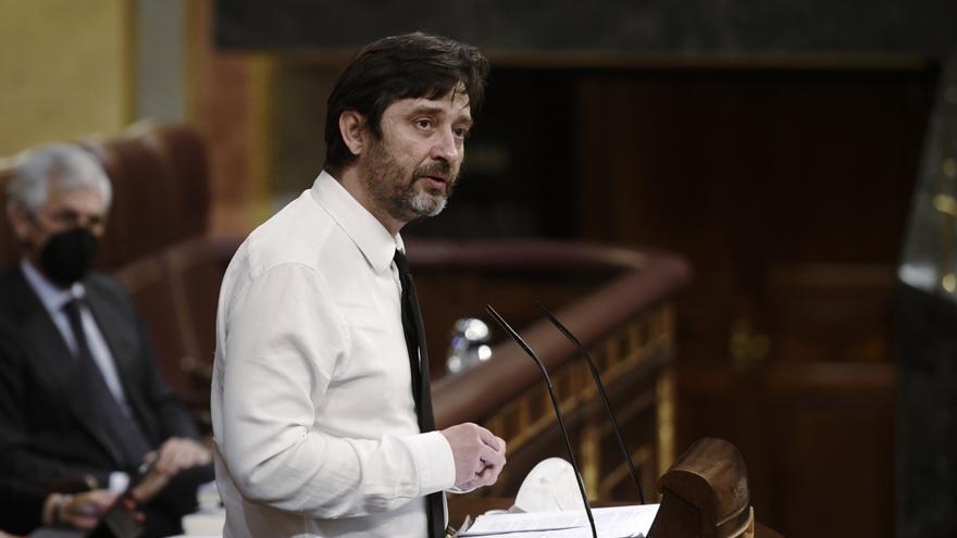 Archivo - El portavoz de Podemos, Rafa Mayoral, interviene durante una sesión plenaria en el Congreso de los Diputados, a 13 de mayo de 2021, en Madrid, (España). El pleno estará marcado, entre otras cuestiones, por el debate y votación del informe redact