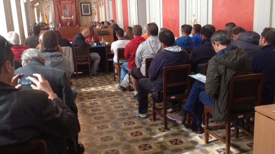 Los trabajadores de Joraga en el pleno del Ayuntamiento de Las Palmas de Gran Canaria. @socialistaslpgc