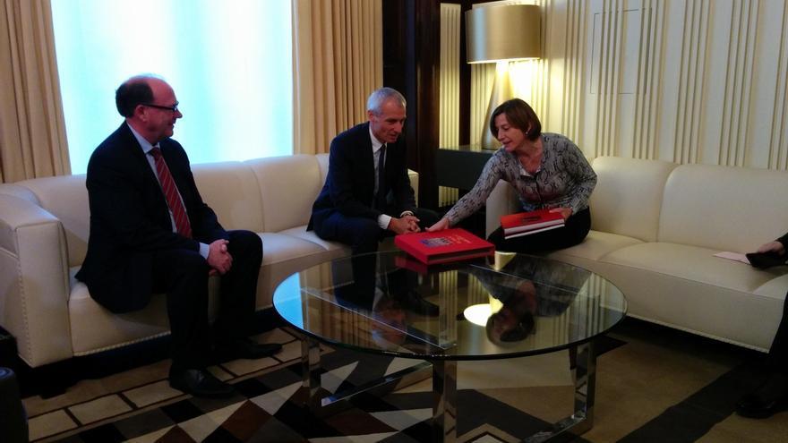 El embajador suizo pide seguridad jurídica ante el proceso independentista