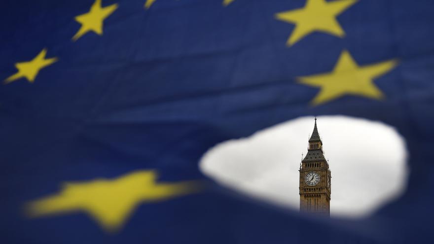 Bruselas reconoce progresos en áreas secundarias de la negociación del brexit
