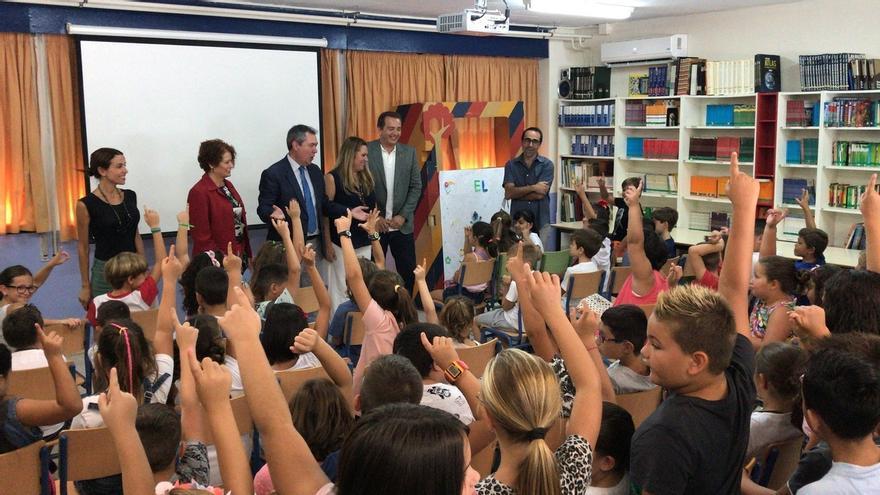 Espadas destaca la apuesta por colegios, con 3 millones en obras de mejora y 13 para eficiencia energética