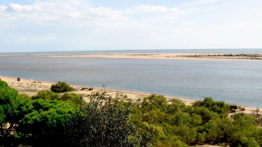 La playa de la Flecha, en Huelva.