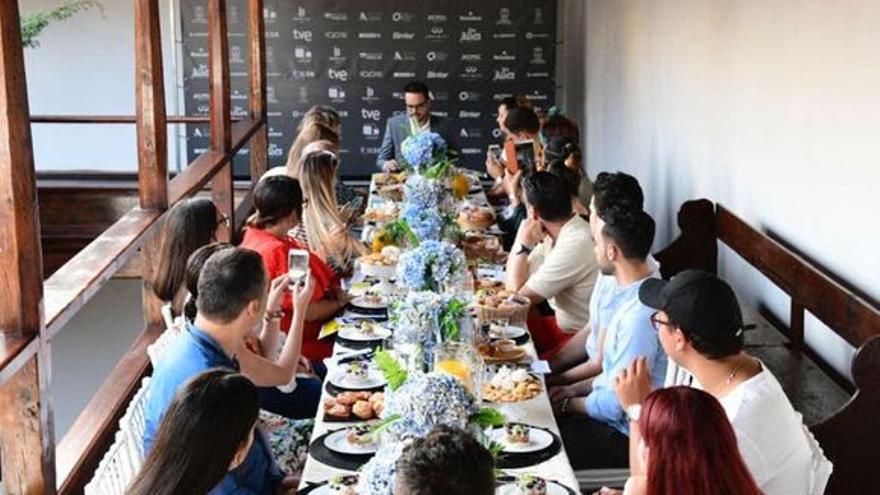 Jordi Pérez en un desayuno con los influencers.