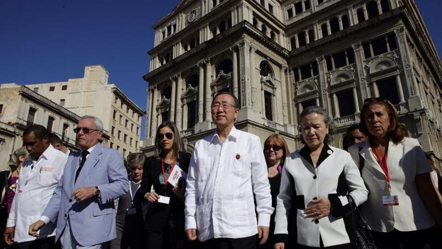 Ban Ki-moon recorre la Habana Vieja y visita el centro que dirige Mariela Castro