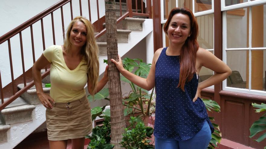 Paula Rey (I) y Yaiza Magdalena son las responsables de UPA. Foto: LUZ RODRÍGUEZ.