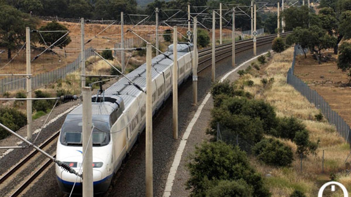 Un tren circulando por la línea de Alta Velocidad en la provincia de Córdoba