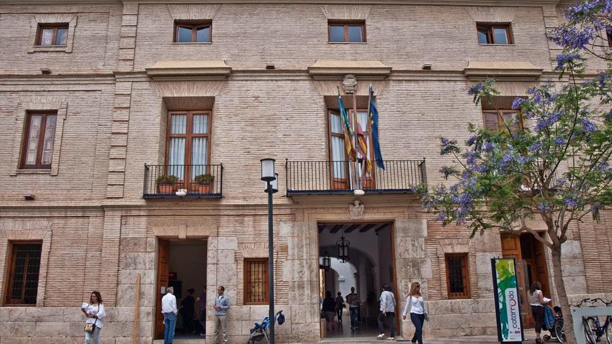 Fachada del Ayuntamiento de Catarroja (Valencia)