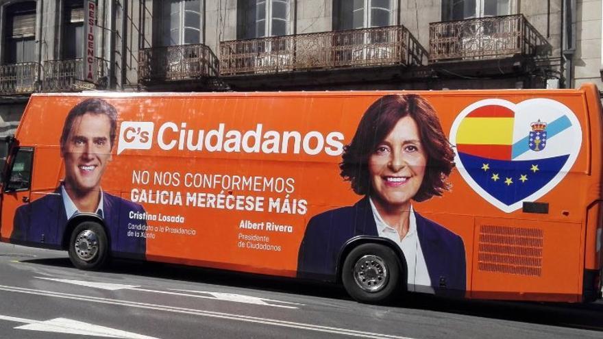 Ciudadanos comparte en redes una imagen de su autobús de campaña en Galicia.