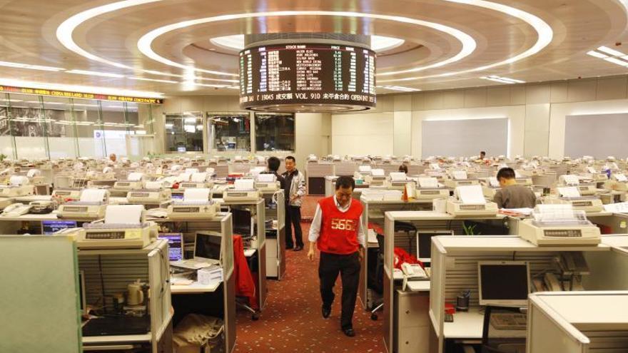 Hong Kong pierde un 0,66 por ciento a media sesión