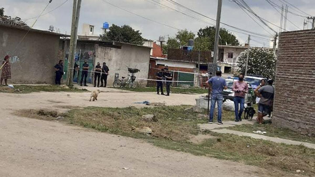 Los vecinos alertaron al 911, pero cuando la Policía llegó a la casa, la mujer ya estaba muerta.