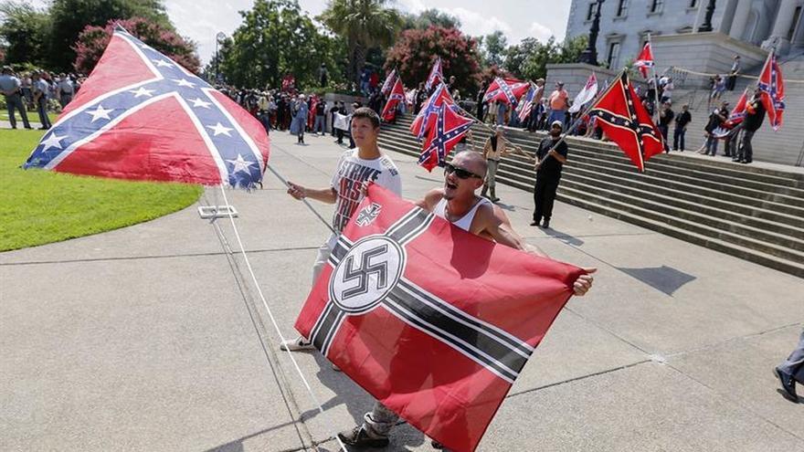 Supremacistas que atemorizaron EE.UU. hace un año protestan ante la Casa Blanca
