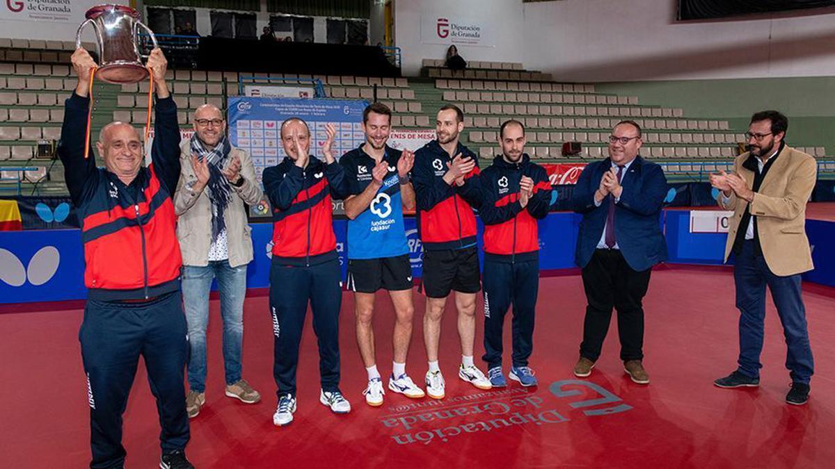 Integrantes del Cajasur Priego tras ganar su última Copa.