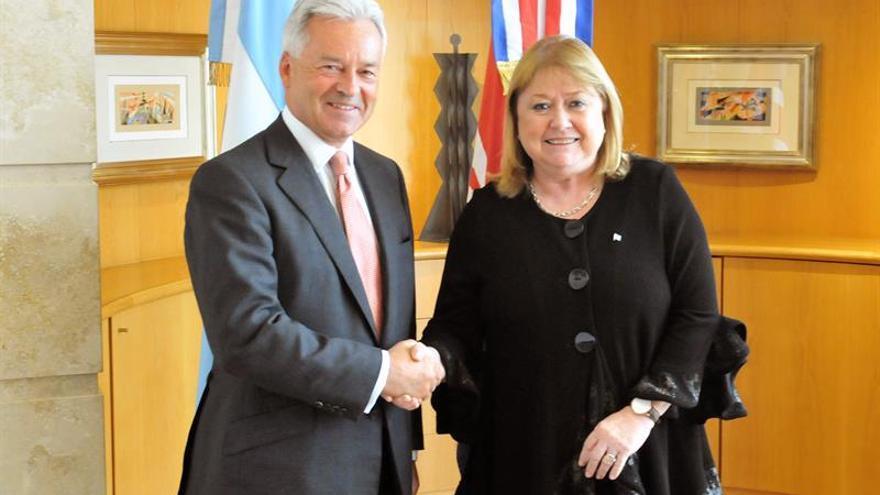 """Argentina confía en conversar con R.Unido para resolver """"disputa"""" de Malvinas"""