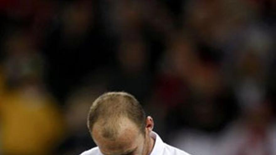Wayen Rooney, cabizbajo tras el empate de Inglaterra ante Argelia. (REUTERS)