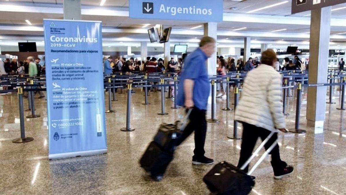 El cupo de pasajeros que pueden ingresar por día al país alcanzará los 1.000 diarios para fin de mes