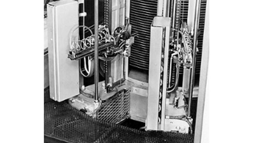 Los brazos mecánicos del disco duro del 305 RAMAC (Foto: IBM)