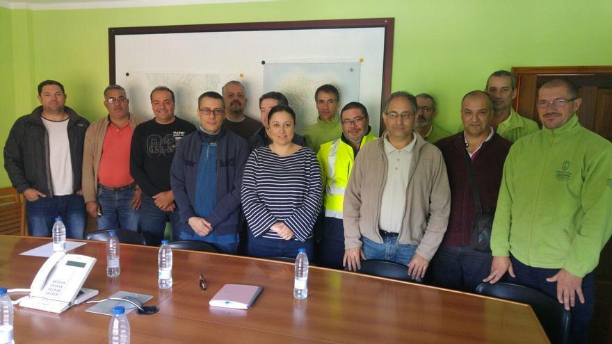 La consejera de Participación Ciudadana y Emergencias del Cabildo de La Palma, Carmen Brito (C), con los participantes en el curso de formación para los gestores del Centro de Coordinación Operativa del Plan Insular.