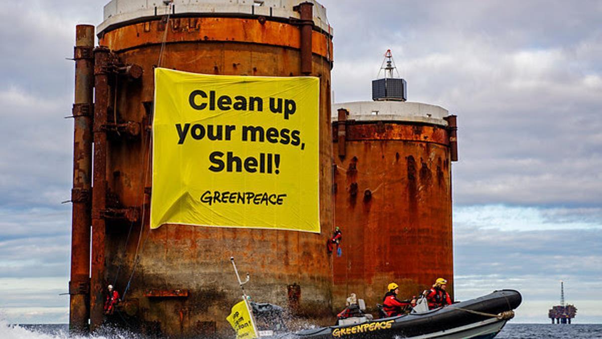Acción de Greenpeace contra la petrolera Shell.