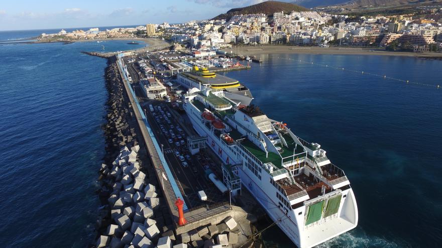 Imagen aérea del puerto estatal de Los Cristianos, en el sur de Tenerife