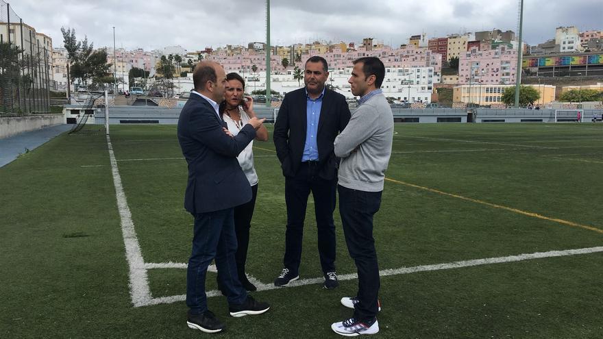 El portavoz del PP en el Ayuntamiento de Las Palmas de Gran Canaria, Juan José Cardona, junto a los concejales Ángel Sabroso y María Torres.