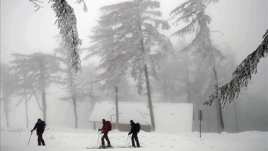 Siete provincias, en alerta por fuertes vientos, nevadas o fenómenos costeros