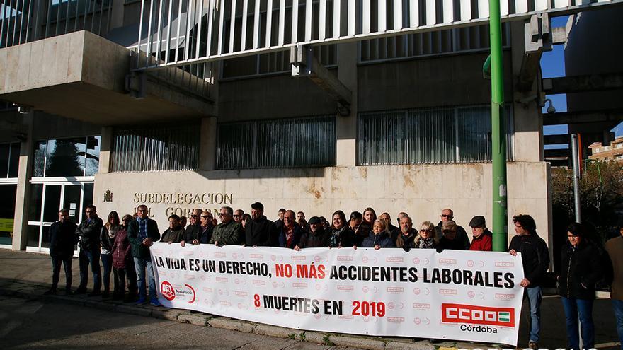 Protesta sindical contra la siniestralidad laboral en Subdelegación del Gobierno |MADERO CUBERO