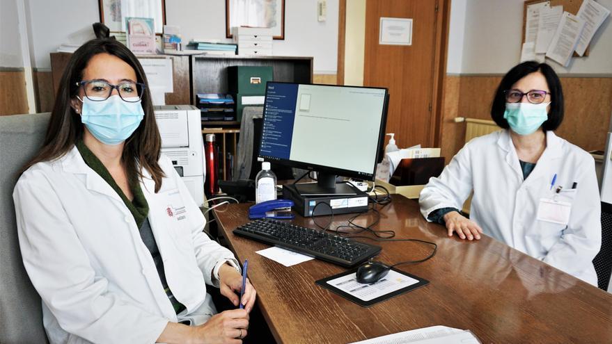 Las especialistas de Reumatología y Dermatología, Marisol Moreno y Fátima Lafuente