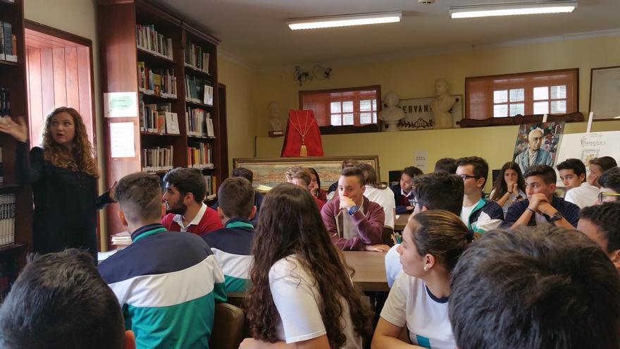 En la imagen, los alumnos durante el taller impartido por Julieta Martín. Foto: LUZ RODRÍGUEZ