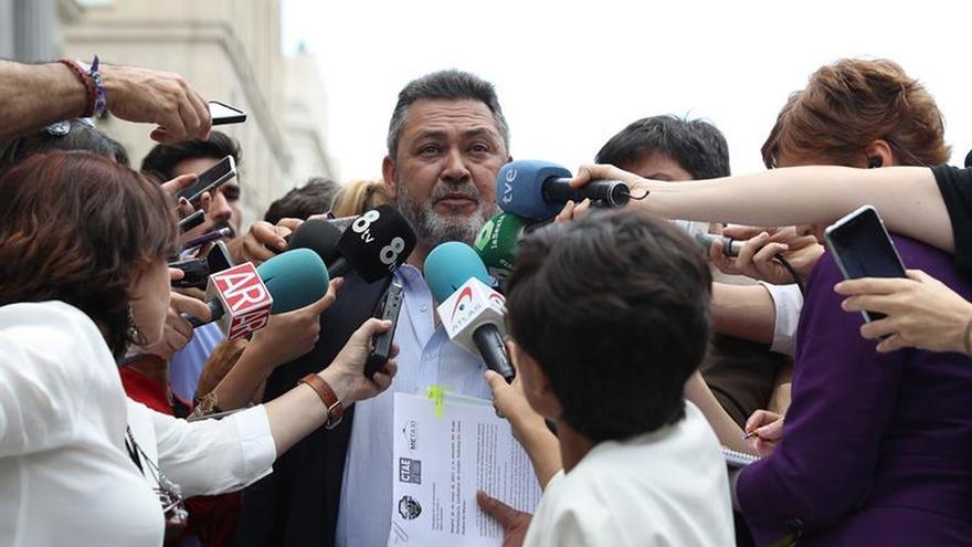 Julio Sanz, presidente de los taxistas: la liberalización acabará con el taxi