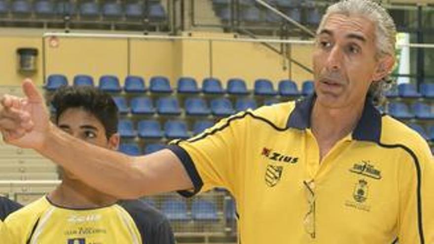 El entrenador del CV 7 Islas Vecindario Gran Canaria Paco Sánchez Jover. (cv7islas.net).