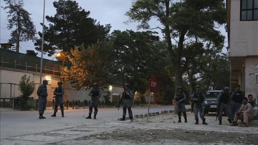 Mueren cinco guardias de seguridad en un ataque con bomba en Afganistán