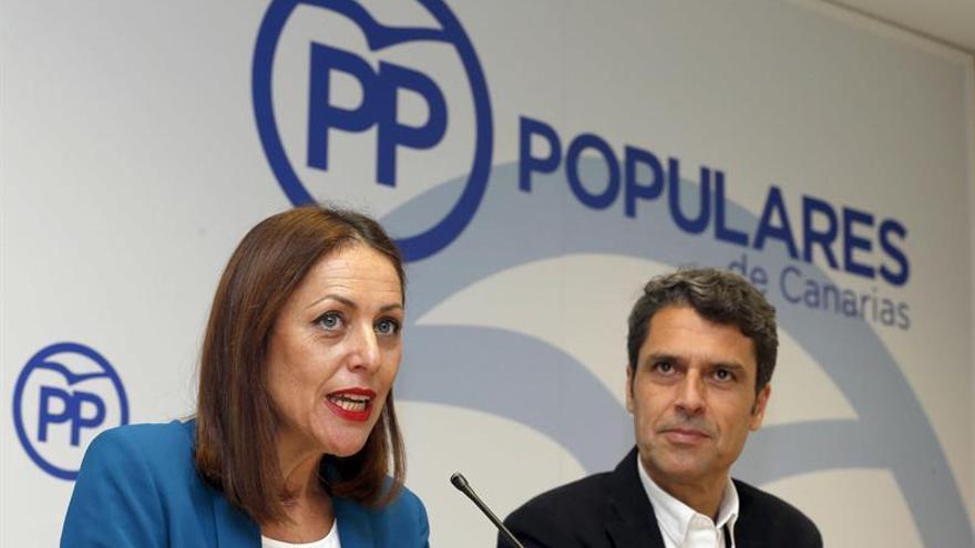 Los dirigentes del PP de Canarias Cristina Tavío y Enrique Hernández Bento