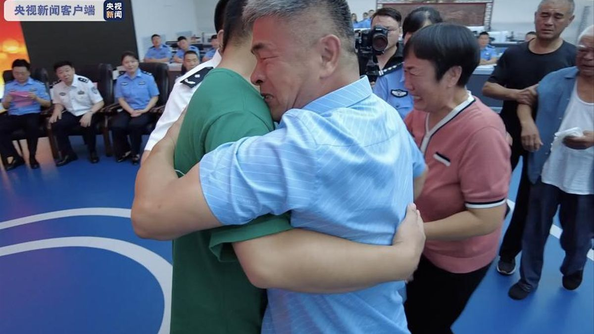 Guo Gangtang se reúne con su hijo secuestrado hace 24 años.