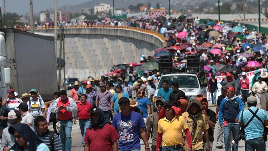 Vuelve tensión a Guerrero en víspera de protesta por 43 jóvenes desaparecidos