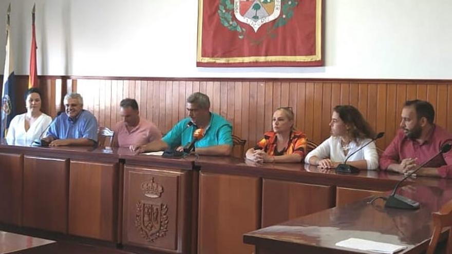 Acto celebrado este lunes en el Ayuntamiento de Tazacorte.