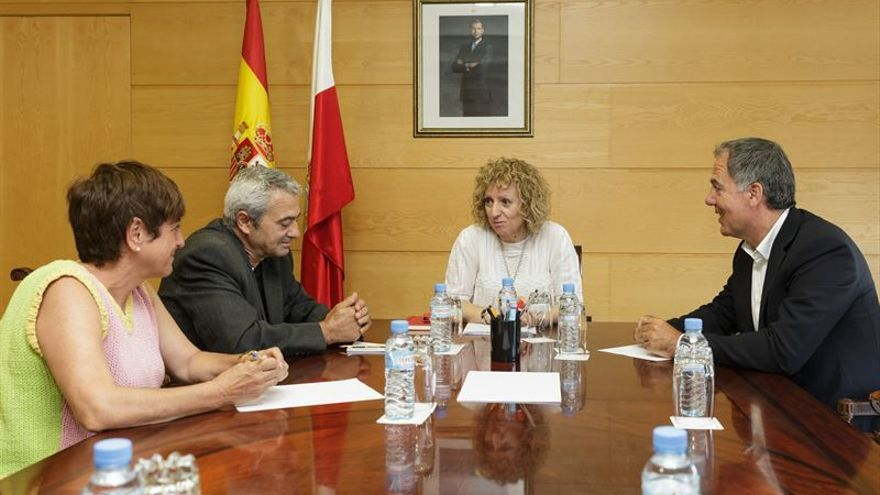 Eva Díaz Tezanos ha mantenido un encuentro con los máximos responsables de los sindicatos y la patronal de Cantabria.