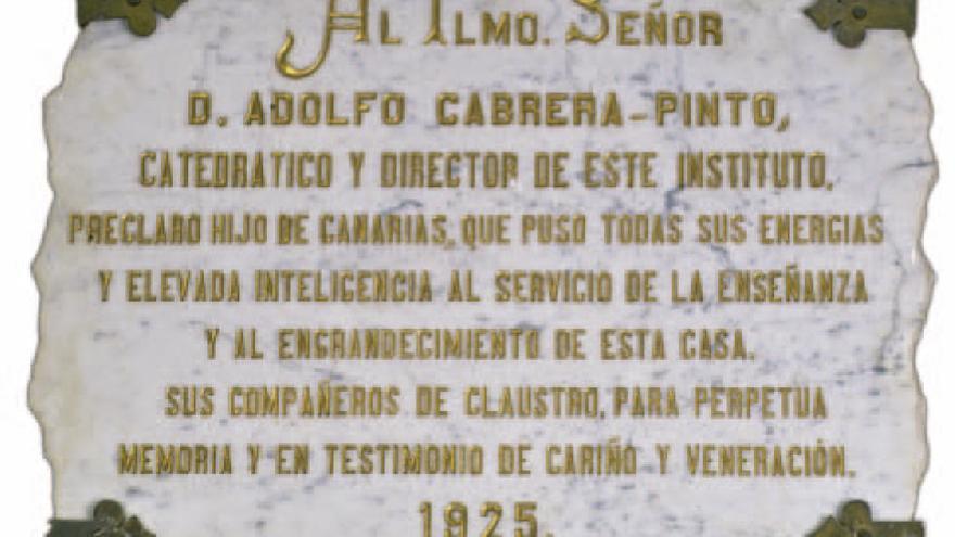 Placa dedicada a Adolfo Cabrera Pinto.