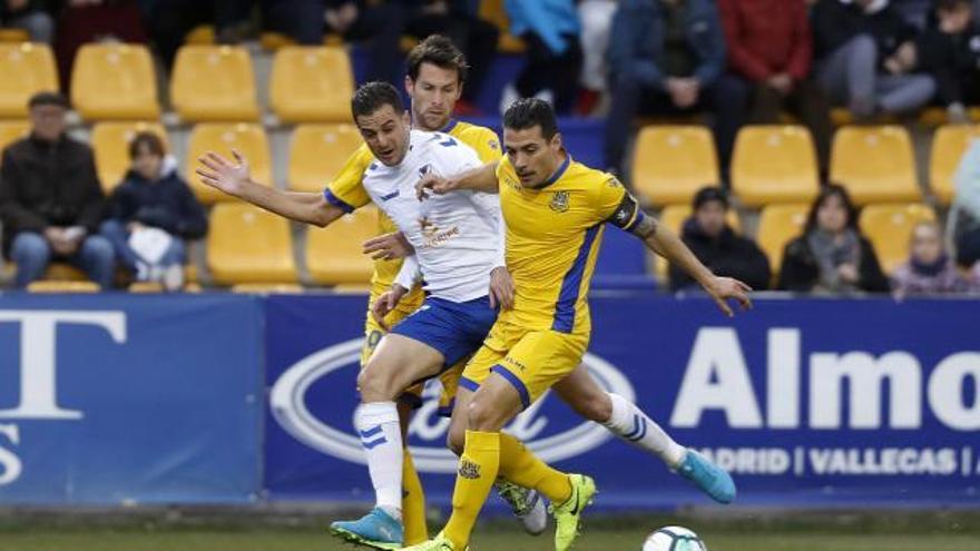 Lance del partido entre el Alcorcón y el Tenerife. (LA LIGA 123)