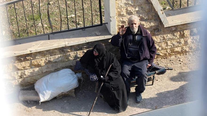 El frío, el hambre y los combates ahondan el sufrimiento de los civiles en Alepo