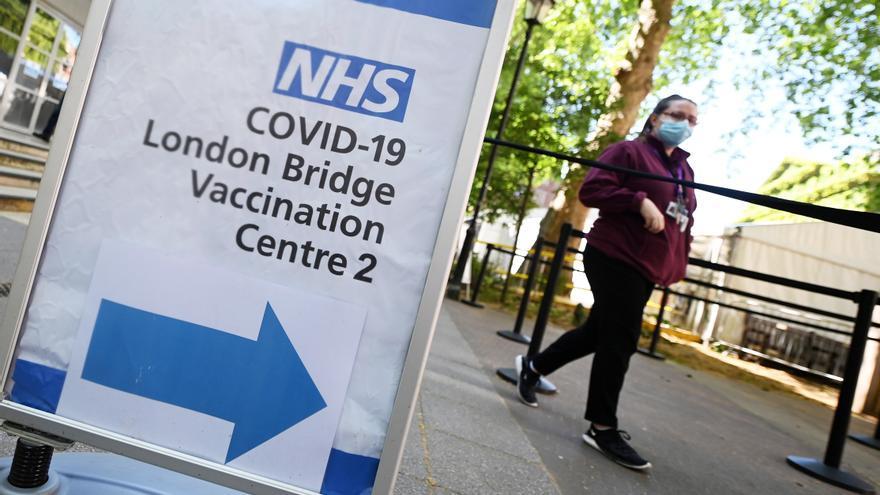 Abren en Inglaterra cientos de centros de vacunación sin cita previa