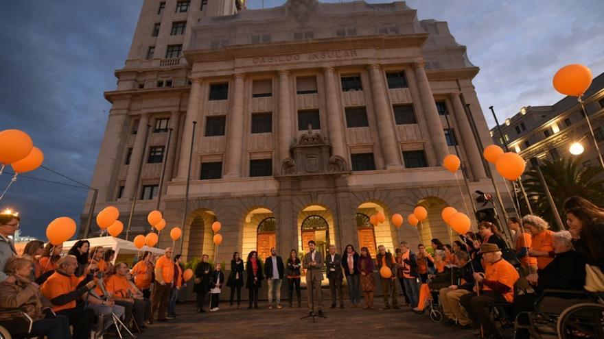 La Asociación de Familiares y Enfermos de Parkinson de Tenerife leyó un manifiesto con motivo del día mundial dedicado a esta enfermedad / Cabildo de Tenerife