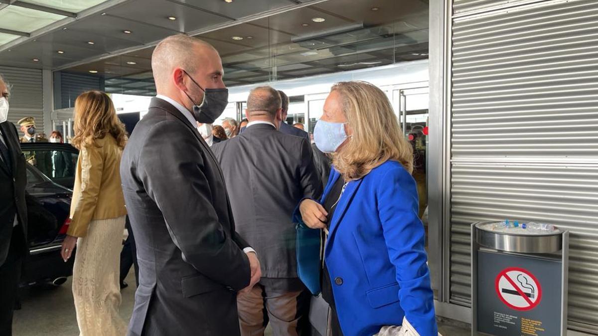Martín Guzmán fue recibido en Madrid por la ministra de Asuntos Económicos de España, Nadia Calvino.