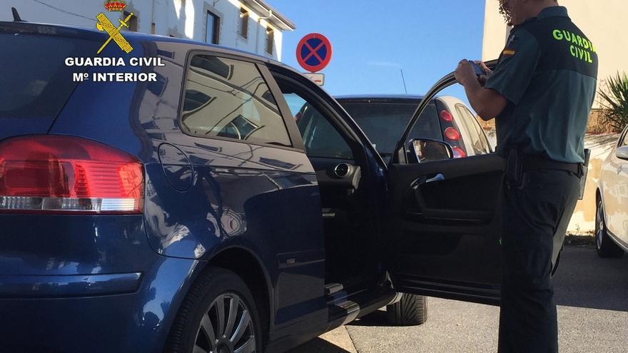 Detenido en Vizcaya el presunto autor de 15 robos en vehículos estacionados en playas de Cantabria