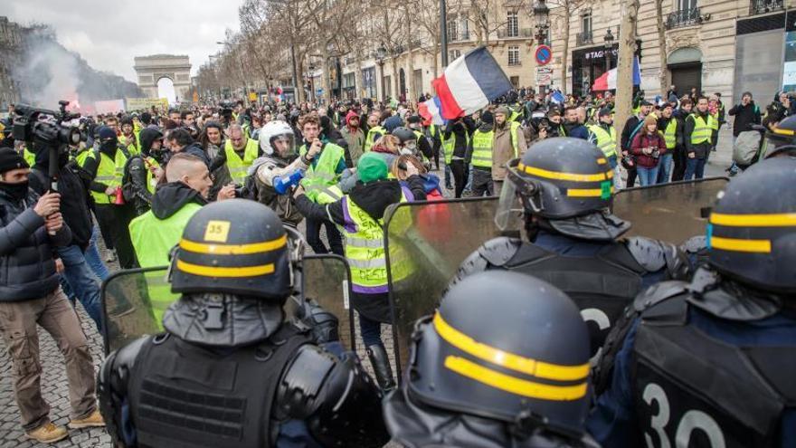 El Parlamento francés aprueba una polémica ley para prevenir los disturbios en las protestas