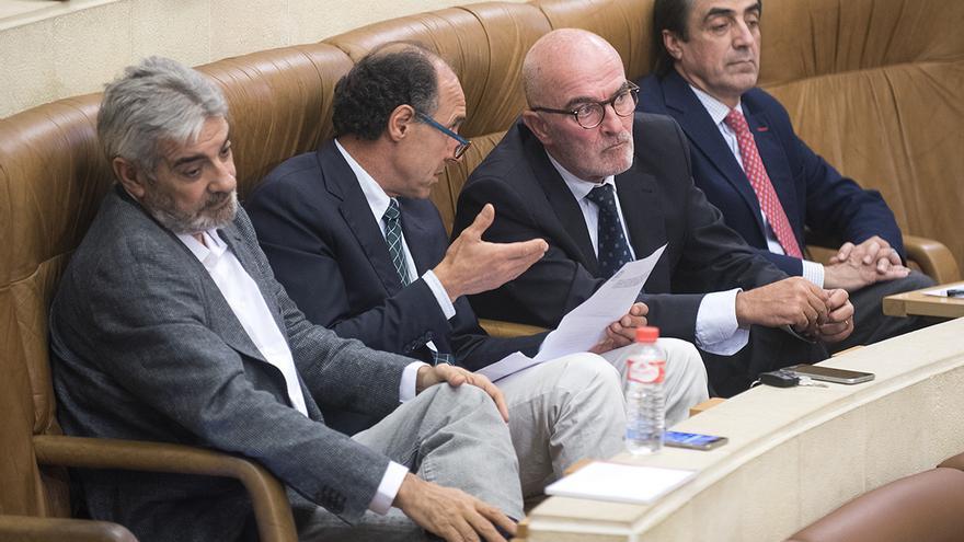 Los diputados del PP Eduardo Van den Eynde, Ignacio Diego, Luis Carlos Albalá e Ildefonso Calderón. | ROMÁN GARCÍA